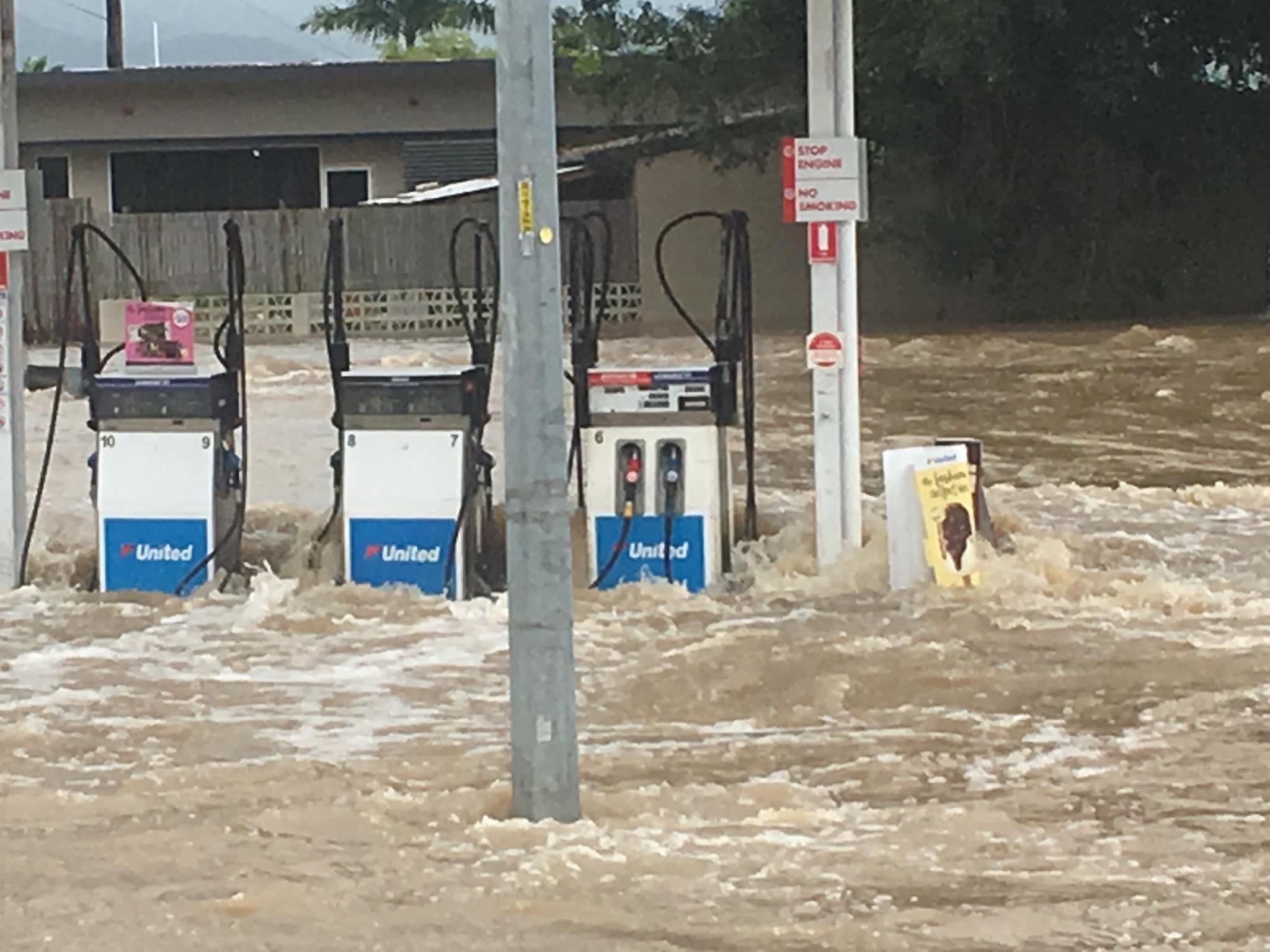 صور فيضانات مدمرة تجتاح أستراليا  596655-المياه-تغرق-محطات-الوقود