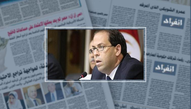 يوسف الشاهد رئيس الحكومة التونسية بجاور الرئيس السبسي