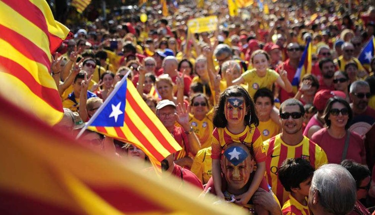 Image result for تظاهرة حاشدة في برشلونة لمؤيدي استقلال كتالونيا