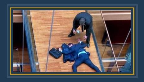 النائب البريطانى بالبرلمان الأوروبى ستيفن وولف مغشى عليه بعد شجار داخل مبنى البرلمان