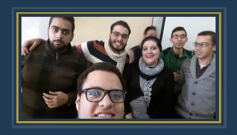 الدكتورة رشا وسط الطلبة