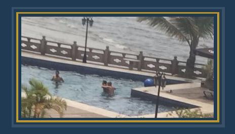 نجوم منتخب مصر فى حمام السباحة