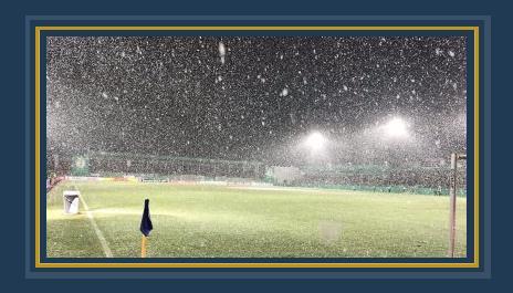 تساقط الثلوج على ملعب مباراة دورتموند بكاس المانيا