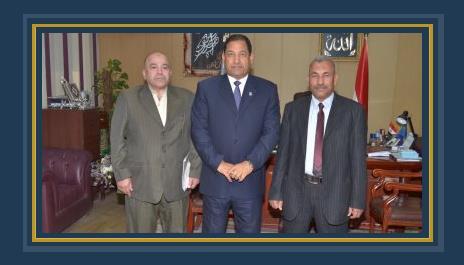 محافظ الغربية يكرم رئيس وحدة السنطة