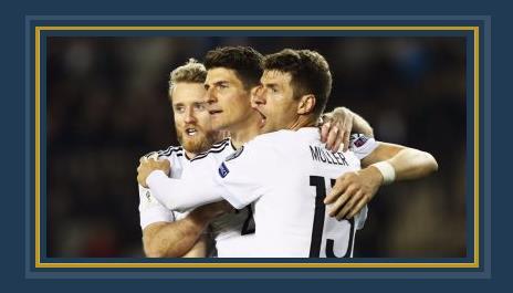 منتخب ألمانيا يحتفل بالفوز على أذربيجان