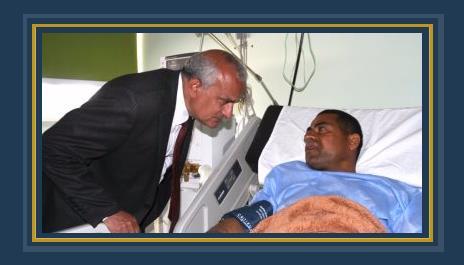 رئيس جامعة طنطا خلال زيارته للمصابين