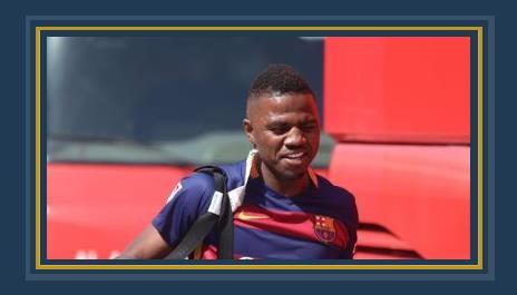 إسماعيل الحمادى لاعب الأهلى الإماراتى مرتدياً قميص برشلونة