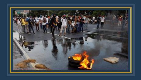 متظاهرين فى فنزويلا