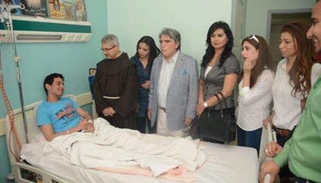 وفد الفنانين يزور مصابى كنيسة طنطا