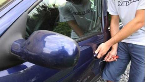 سرقة سيارة - ارشيفية