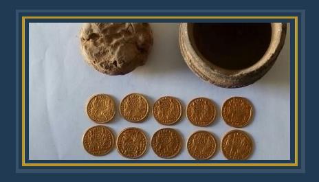 الكشف عن عملات ذهبية من العصر البيزنطى بمنطقة عين السبيل بالداخلة.. صور  541649