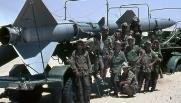 إسرائيليون بجوار صاروخ أرض - جو مصرى فى سيناء